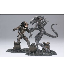 (MM5) .Alien and Predator Deluxe Boxed Set